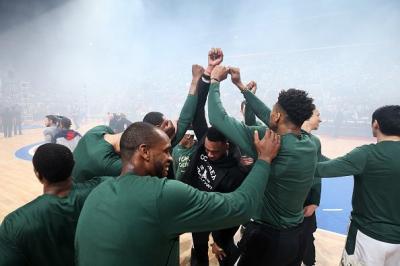 Lolos ke Semifinal Wilayah Timur, Bucks Pecah Kebuntuan Selama 18 Tahun