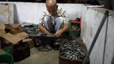 Digempur Produk China, Perajin Logam Ini Tetap Eksis Cetak Omzet Rp50 Juta Bulan