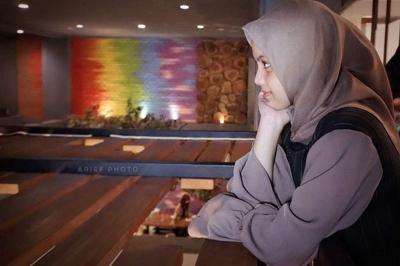 Pedangdut Putri Isnari dalam Balutan Hijab. Masya Allah Cantiknya