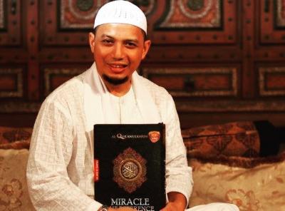 Tertahan Imigrasi, Kedatangan Jenazah Ustadz Arifin Ilham Tertunda