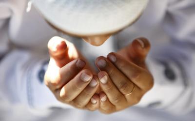 Sulit Memutuskan Sesuatu, Ini Keutamaan Salat Istikharah dan Doanya!