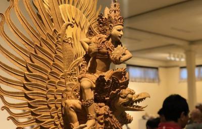 Memahami Bali lewat Buku Balinese Woodcarving: A Heritage to Treasure