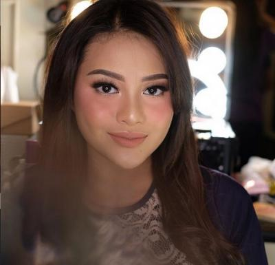 Tutorial Make-Up Liburan ala Aurel Hermansyah, Gampang dan Praktis!