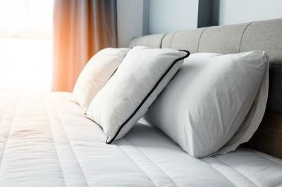 Lebih Baik Mana, Tidur Pakai Bantal atau Tidak?