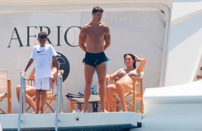 Liburan Mewah Cristiano Ronaldo dan Georgina Rodriguez di Kapal Pesiar