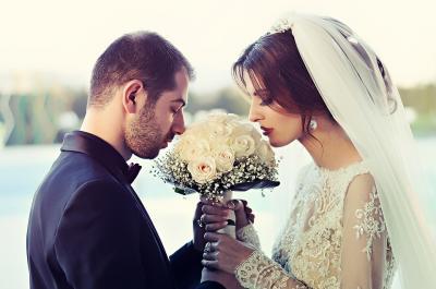 Menikah Dulu atau Memberangkatkan Orangtua Pergi Umrah?