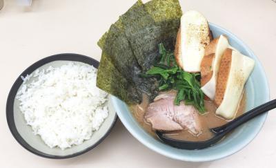Ramen Dobel Karbohidrat dengan Roti Topping Keju Panggang, Lagi Tren di Tokyo!