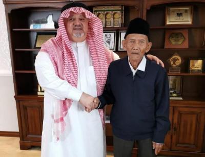 Raja Salman Undang Kakek Uhi Tunaikan Ibadah Haji Setelah Videonya Viral
