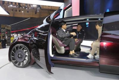 Kaesang Pangarep Jajal Mobil Seharga Rp2 Miliar di GIIAS 2019
