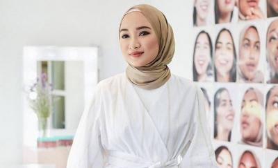 Tetap Modis, Lima Gaya dan Bahan Hijab Simpel ini Bisa Ditiru