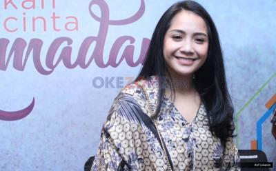 Aksi Nagita Slavina Belajar Berhijab Bareng Meisya Siregar dan Olla Ramlan