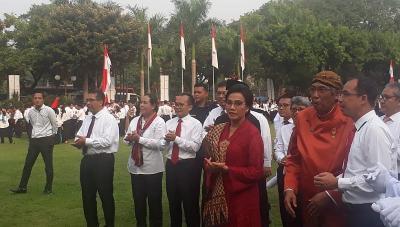 Berkebaya Merah, Sri Mulyani Pimpin Upacara HUT ke-74 RI di Kemenkeu