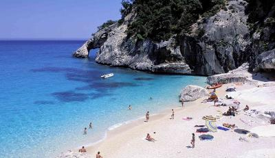 Berlibur ke Pantai Sardinia, Pasangan Ini Malah Terancam 6 Tahun Penjara
