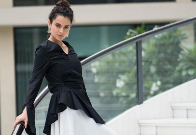 Bergaya ala 5 Aktris Bollywood dari Kareena Kapoor hingga Esha Gupta