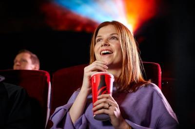 Nonton Film di Bioskop Sendirian Dianggap Lebih Seru, Ini Alasan Milenial!
