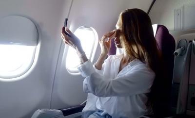 Catat! Ini Etika Dasar Berdandan di Pesawat