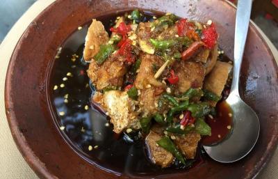 Kulineran Tahu Gejrot Penuh Cabai di Jakarta, Berani Coba?