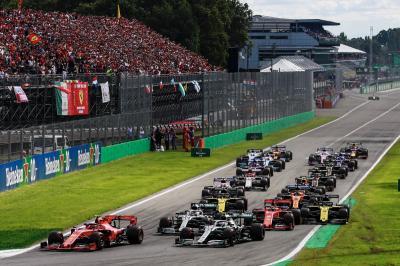 Tak Takut Terancam, Hamilton Justru Tantang Ferrari dan Red Bull