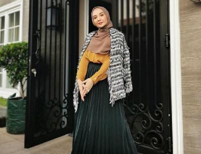 4 Padu Padan Hijab dengan Rok Plisket yang Bikin Kamu Makin Kece