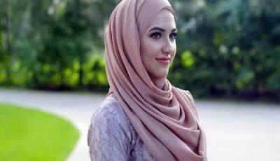 Indahnya Keberagaman, Wanita Non Muslim Diajak Pakai Hijab