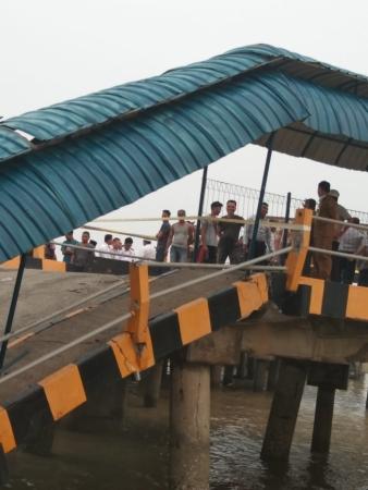 Jembatan Dermaga Roro di Siak Roboh, Seorang Pegawai Dishub Hilang