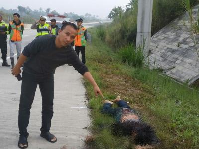 Mayat Pria Bersimbah Darah Ditemukan di Tol Bocimi