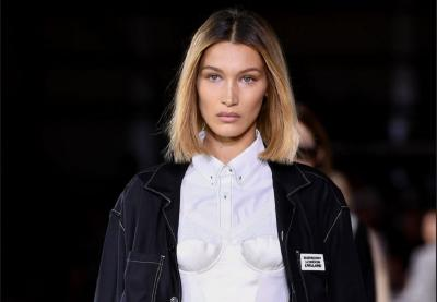 Bella Hadid Terciduk Tanpa Bra di London Fashion Week