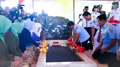 Jelang HUT Ke-74 TNI, Panglima Ziarah ke Makam Soekarno