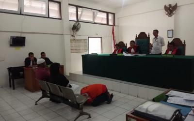 Viral Pembunuh Bersujud di Kaki Ibu Korban