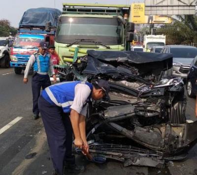 Tabrakan Beruntun di Tol Tangerang, 2 Pengemudi Terluka