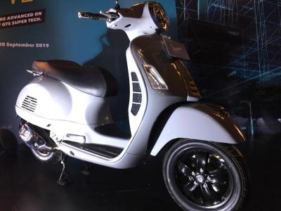 Vespa GTS 300 Meluncur di Indonesia, Banderolnya Seharga Suzuki Ignis