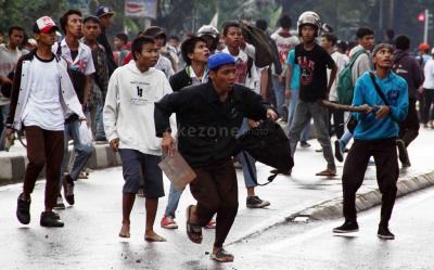Viral Gerombolan Siswa SMP Bawa Sajam Lakukan Penyerangan di Demak
