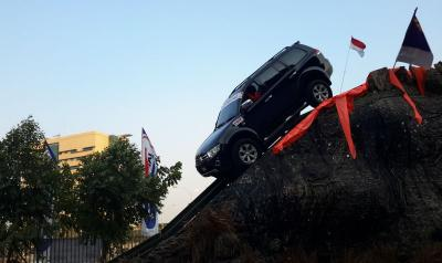Jangan Sepelekan Cara Pengereman Mobil di Jalan Menurun