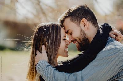 5 Tanda Dia Beneran Jatuh Cinta Sama Kamu
