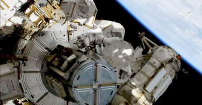 Dua Astronot NASA Tempuh Misi Spacewalk Hampir 7 Jam