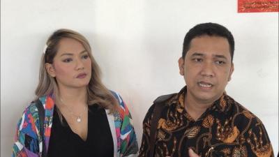 Tak Kuat Nahan Emosi, Jenny Cortez Labrak DJ yang Dompleng Identitasnya