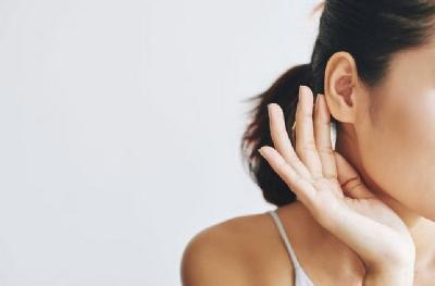 Telinga Berdengung Tanpa Sebab? Mungkin Ini Penyebabnya!