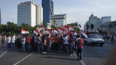 Mahasiswa Mulai Tiba di Patung Kuda Jalan Medan Merdeka Barat