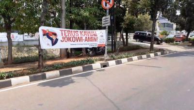 Spanduk Sukseskan Pelantikan Jokowi Sudah Ramai di Jalanan Jakarta