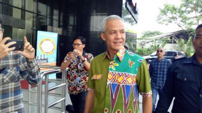 Demi ke Pelantikan Jokowi-Ma'ruf, Ganjar Pranowo Setrika Baju Sendiri