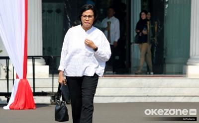 Sri Mulyani Datang ke Istana Negara Menjinjing Tas Hobo Hitam, Tebak Harganya Berapa?