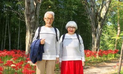 39 Tahun Menikah, Pasangan Ini Pakai Baju Serasi Setiap Hari
