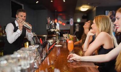 Bar Ini Hanya Terima Tamu yang Datang Sendirian, Cocok untuk Jomblo