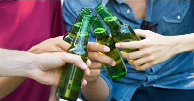 Bukan Tanpa Sebab, Ini Alasan Botol Minuman Bir Selalu Berwarna Hijau