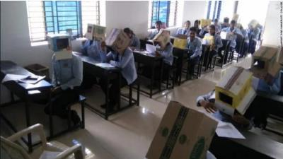 Viral di Medsos, Murid di Sekolah Ini Tutupi Kepalanya Pakai Kardus saat Ujian