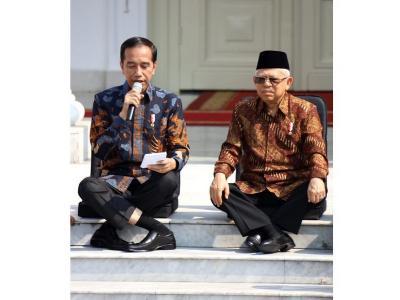 Viral Kaki Menyilang ala Jokowi, Netizen: Kok Bisa?