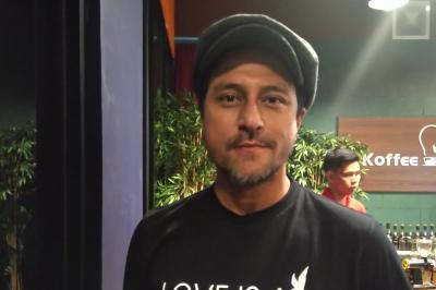 Bront Palarae Eksplorasi Psikologi Manusia di Film Love Is A Bird