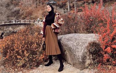 Inspirasi Outfit Midi Skirt untuk Hijabers, Nomor 4 Gaya Sporty