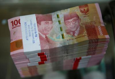 Rupiah Dibuka Melemah Dekati Rp14.100 USD
