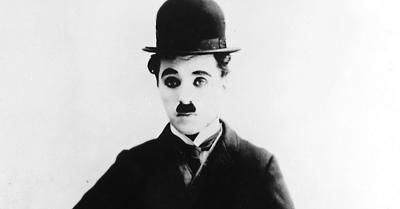 Gaya Ikonik Charlie Chaplin dan Penjelasan di Baliknya